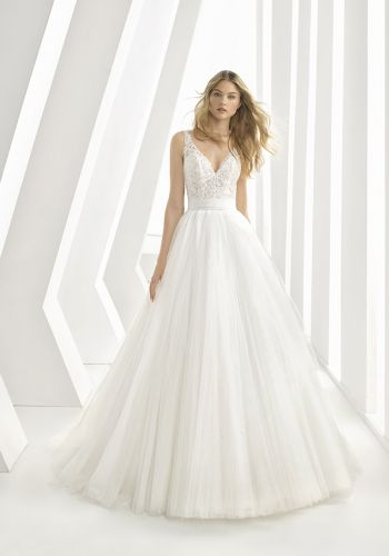 8af98f51446af Nicéa Mariage Boutique Spécialistes en Robes de mariées à Nice dans les  Alpes Maritimes