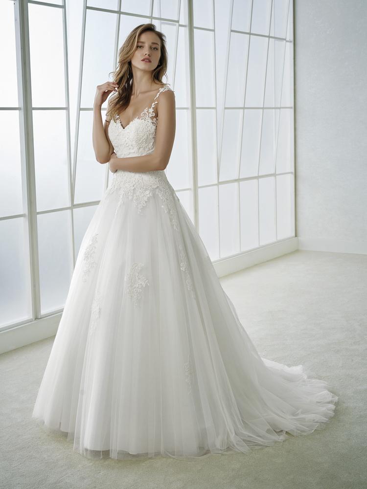 Robe de Mariée FEMME de la marque WHITE ONE disponible à Nice à la ...